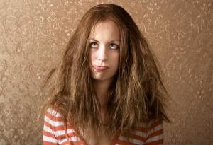 201201-omag-frizzy-hair-600x411
